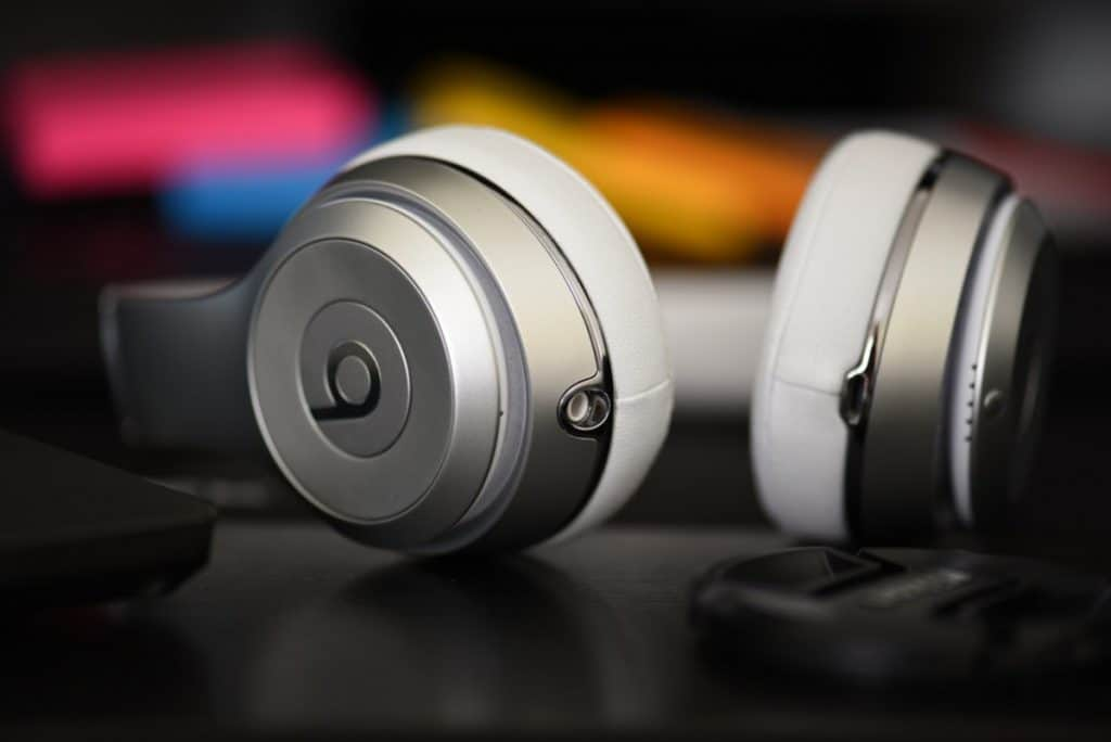 Stereo vs Regular headphones: What's the difference?
